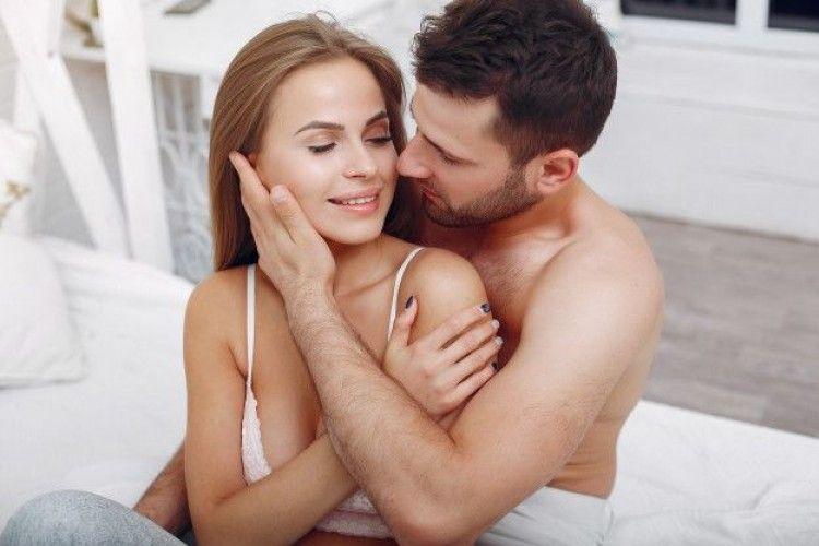 Cara Membuat Pasangan Lebih Lama 'Turn On' di Ranjang