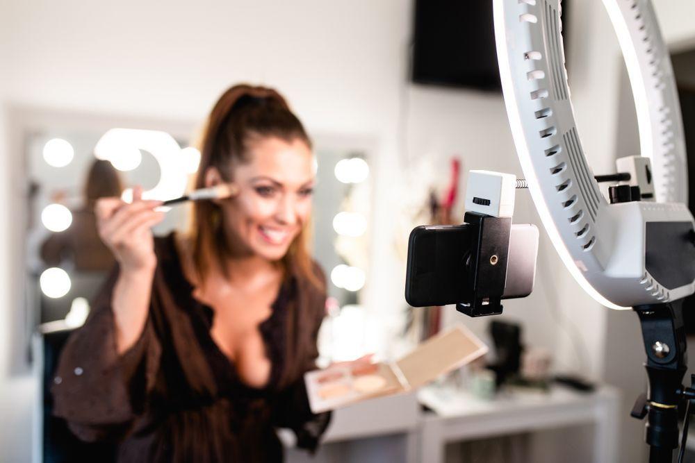 Ingin Memulai Karier Menjadi Beauty Vlogger? Siapkan 6 Hal Ini Ya Bela