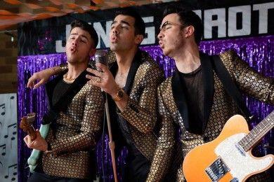 Ajak Istri Video Klip, Jonas Brother Rilis Lagu What A Man Gotta Do