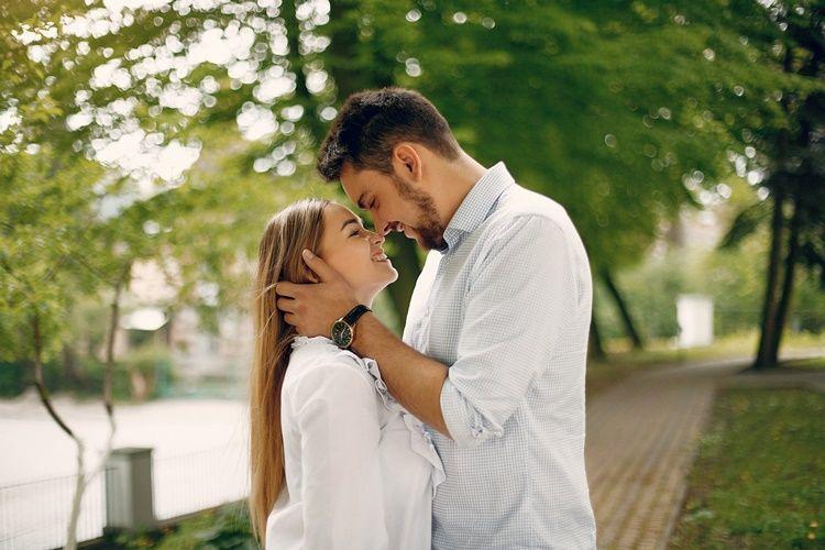 Bukan Materi, 7 Hal Ini yang Bikin Perempuan Makin Sayang ke Pacarnya