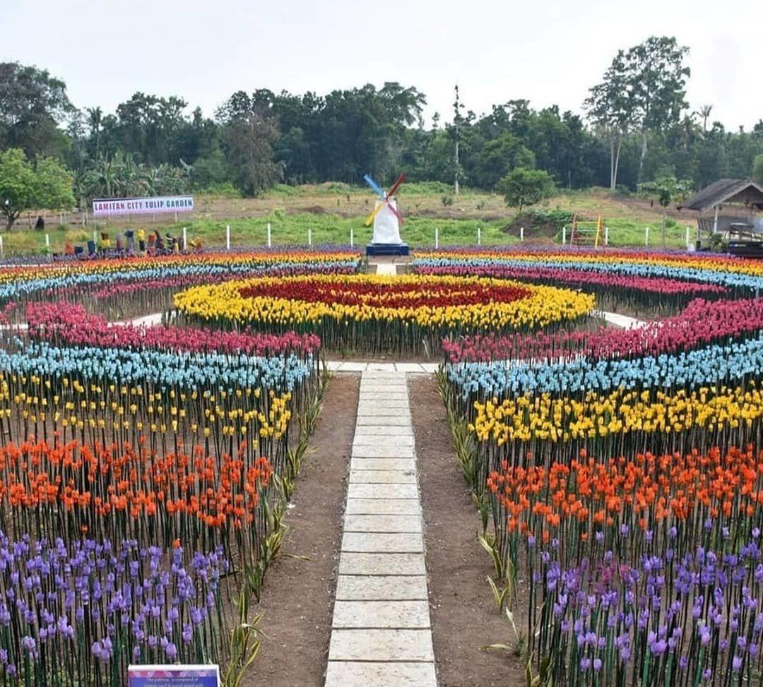 Kreatif, Taman Tulip di Filipina ini Dibuat dari Sampah Plastik