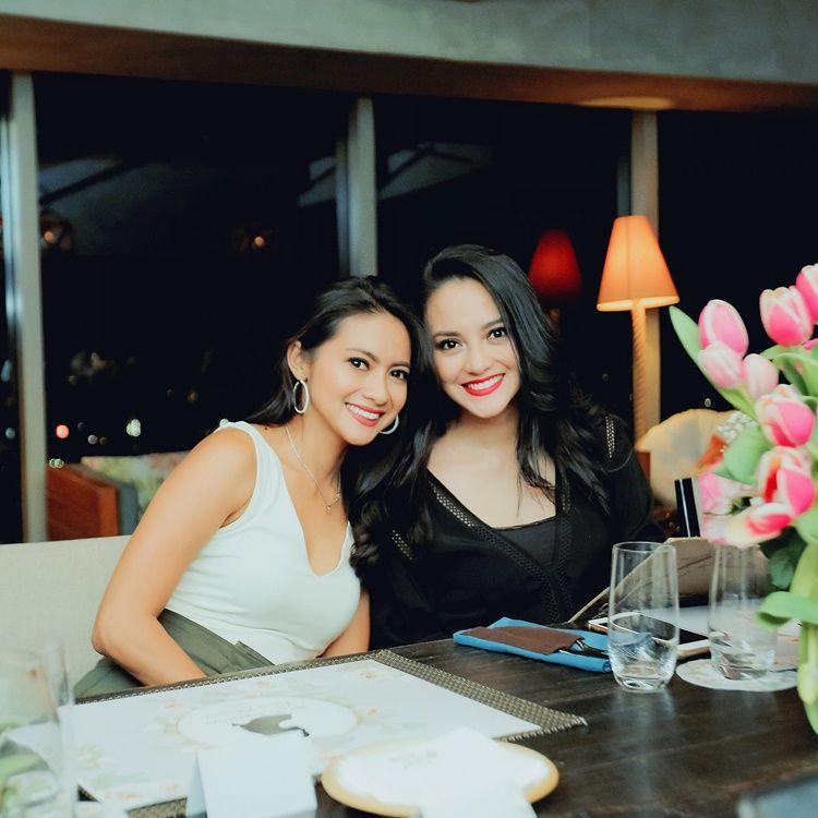 10 Bukti Ririn Ekawati dan Rini Yulianti Layak Disebut Sister Goals