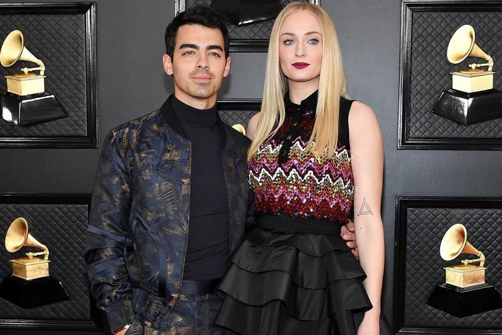 Mesra! 10 Pasangan yang Ramaikan Karpet Merah Grammys 2020