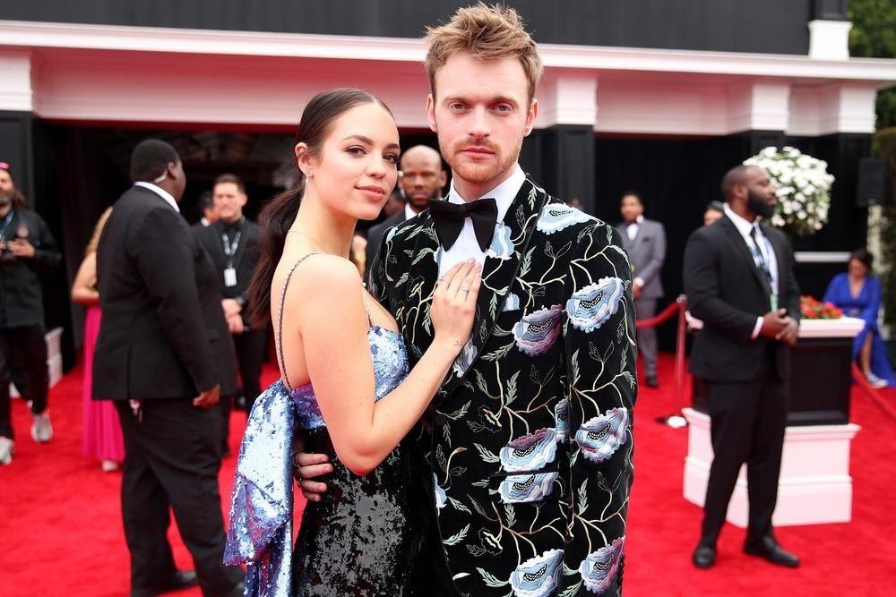 10 Pasangan Seleb Yang Tampil Di Red Carpet Grammy Award 2020
