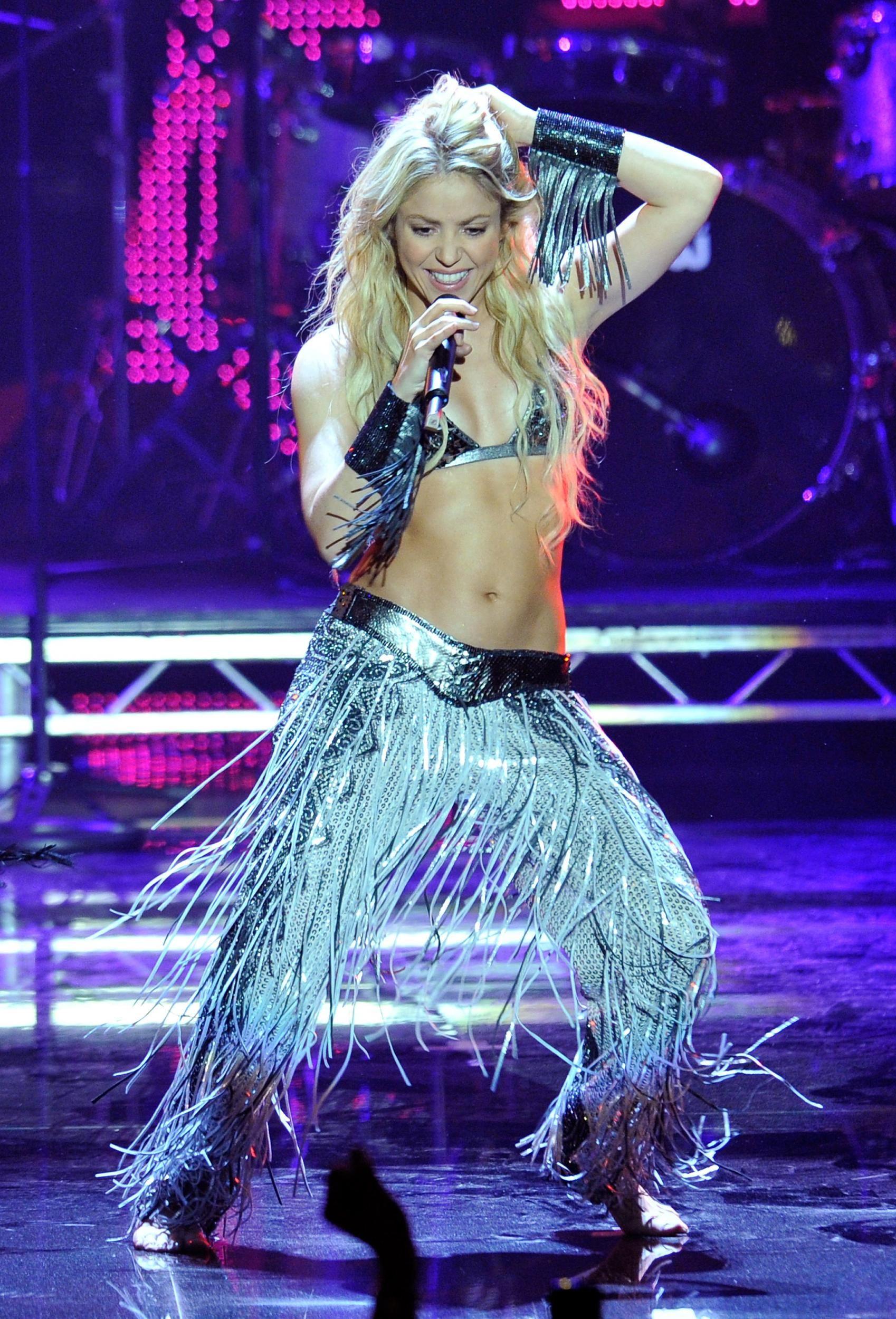 Masih Kencang, Intip Gaya Seksi Shakira Kalau Di Atas Panggung!