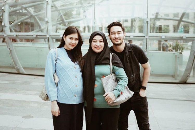 10 Bukti Kompaknya Syahnaz Sadiqah dan Ibu Mertua, Manisnya!