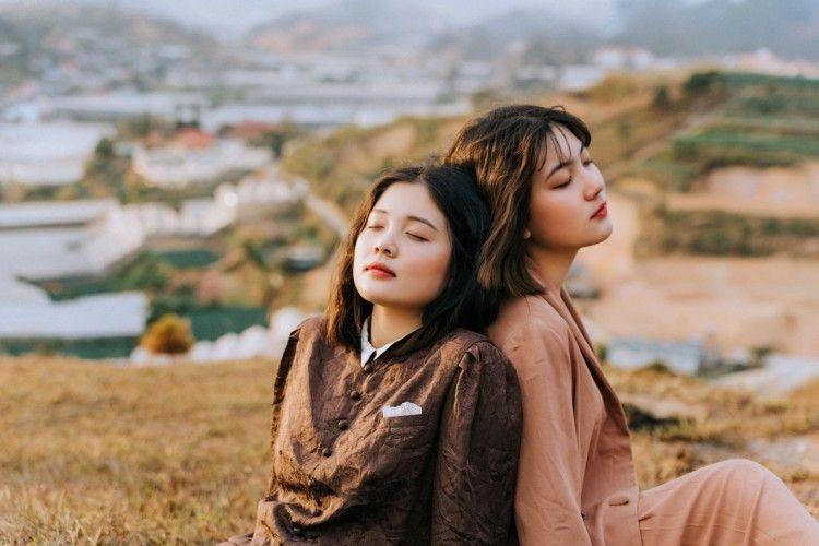 Ketika Sahabat Terlibat Perselingkuhan, Ini yang Perlu Kamu Lakukan