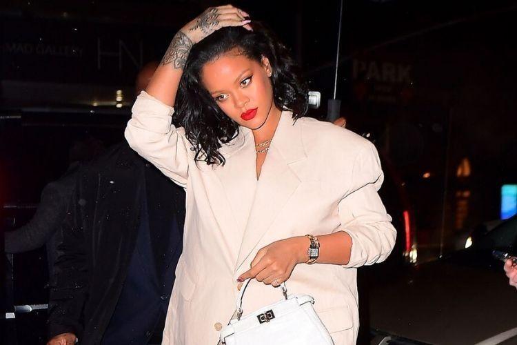 Inspirasi OOTD dari Rihanna, untuk Pemilik Tubuh Berisi