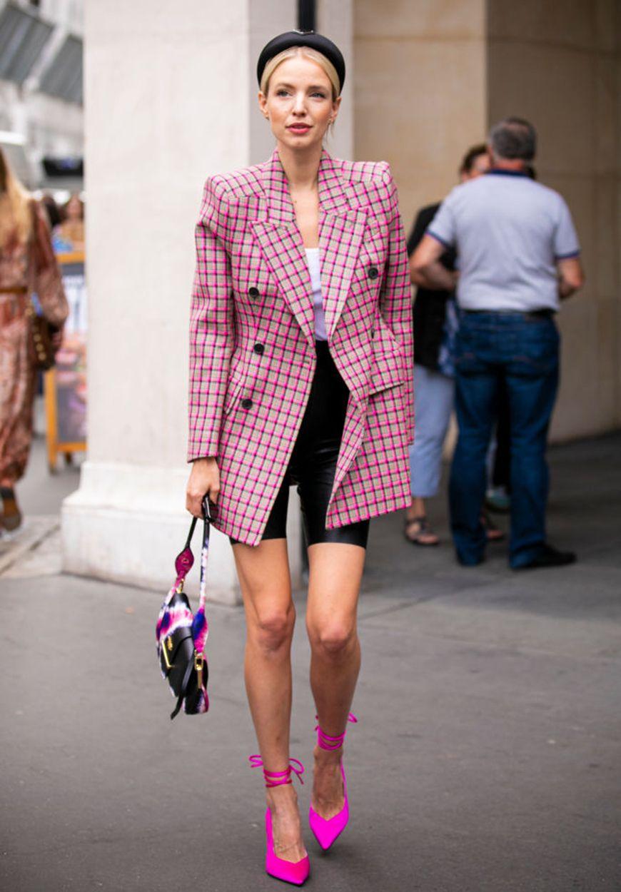 Tips Tampil Modis a La Fashionista Pakai Warna Pink