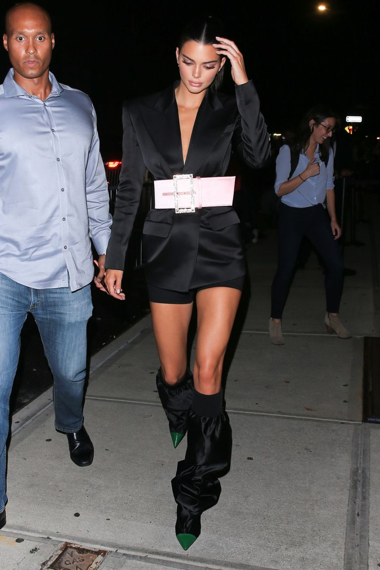 Pakai Mini Dress! Ini Gaya Seksi Kendall Jenner