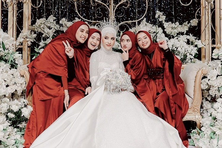 Super Mewah, Ini 5 Fakta di Balik Pernikahan Aghnia Punjabi