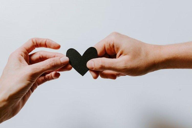 Menikah di Hari Valentine, 7 Pasangan Artis Ini Berujung Cerai