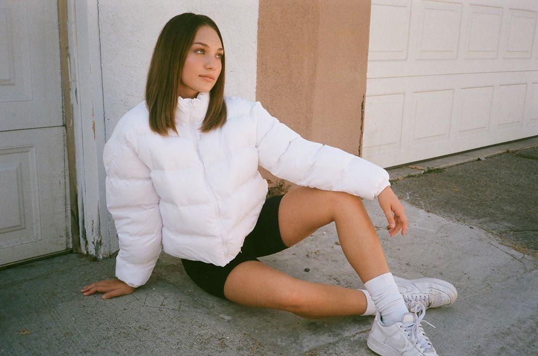 Saatnya Sempurnakan Penampilanmu dengan Kaos Kaki Putih