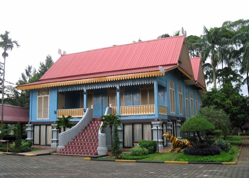Melihat Keunikan dan Keindahan 5 Rumah Adat Riau