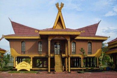 Melihat Keunikan Keindahan 5 Rumah Adat Riau