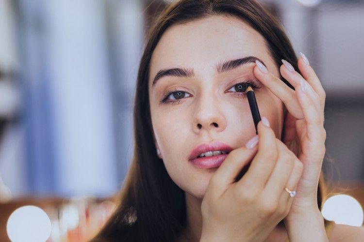 5 Model Eyeliner yang Cocok untuk Bentuk Mata, Mana yang Kamu Banget?