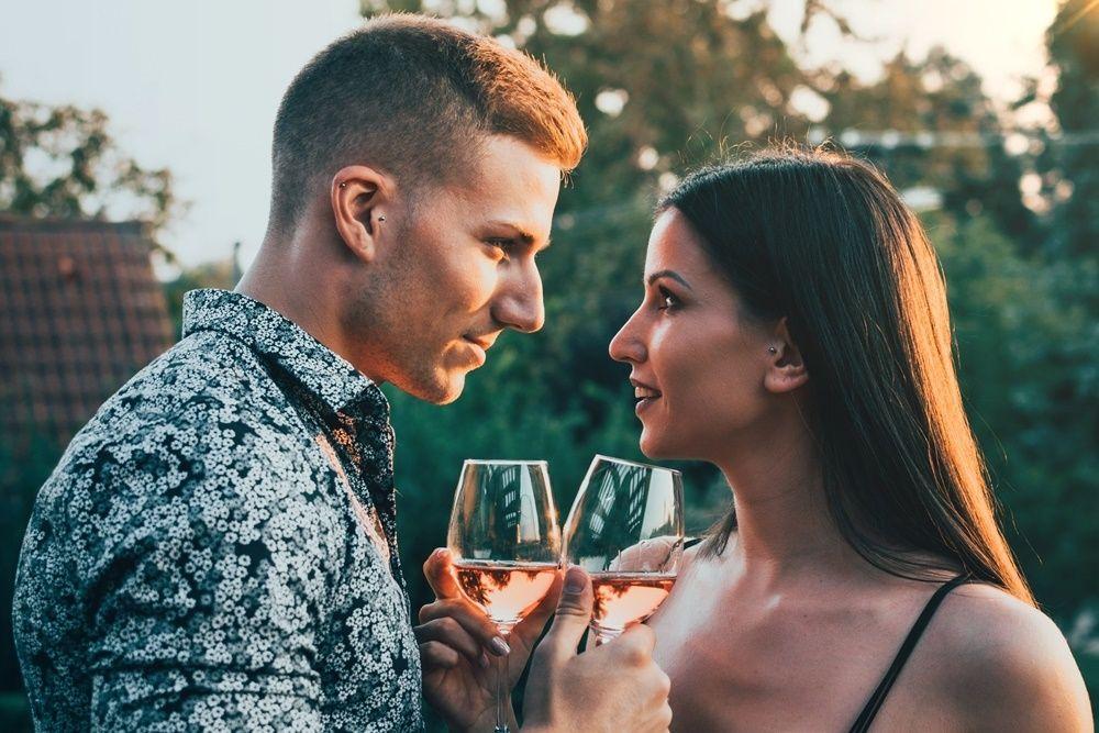7 Zodiak yang Paling Serius Saat Jalin Hubungan, Harus Dipertahankan!