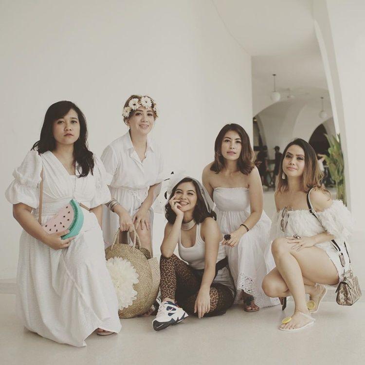 Menikah Lagi, Ini 12 Foto Pernikahan Tiwi Eks 'T2' dan Arsyad Rahman