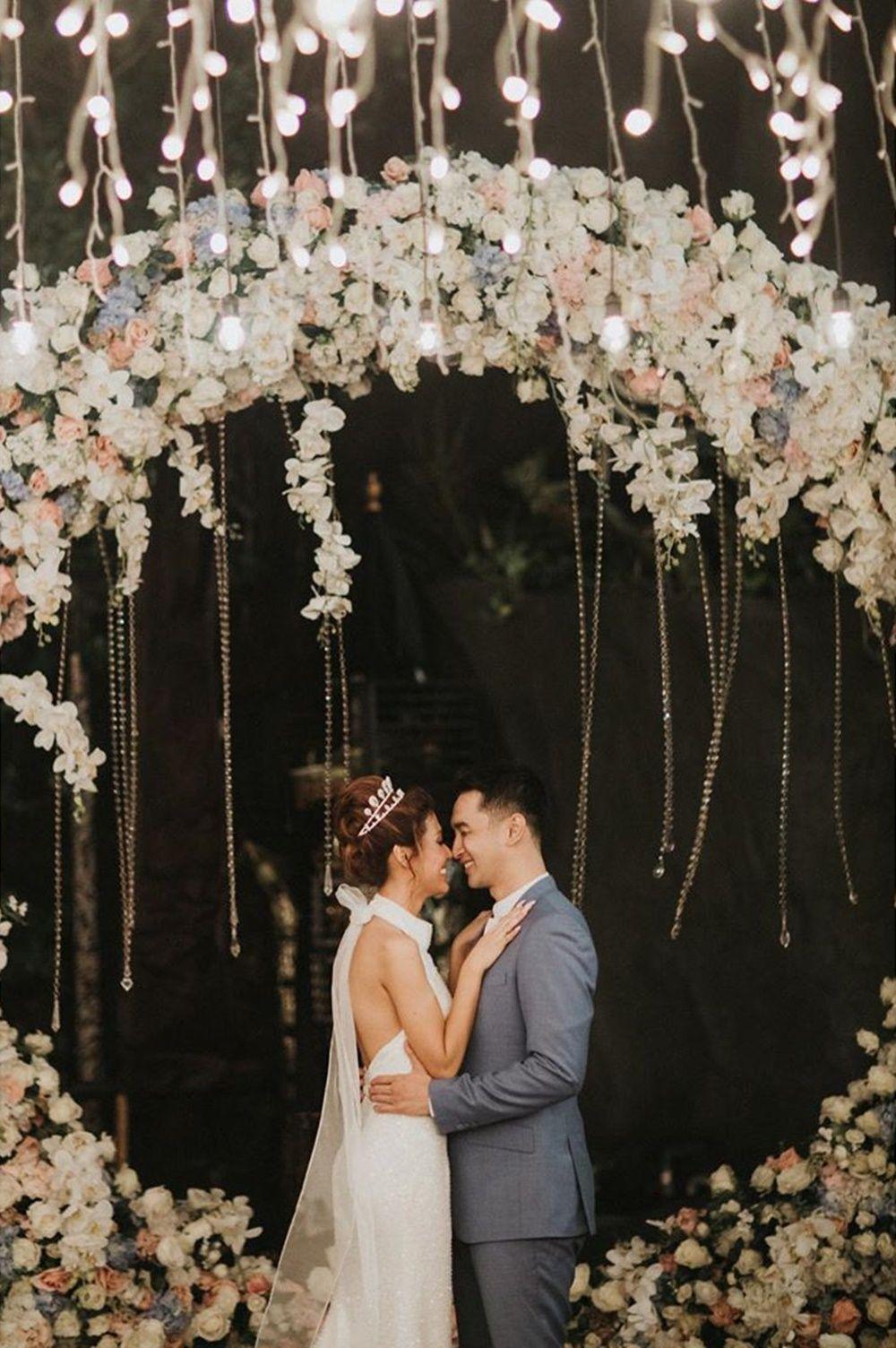 Penuh Bahagia, Intip 9 Momen Pernikahan Gerald Yohanes dan Mezty Mez