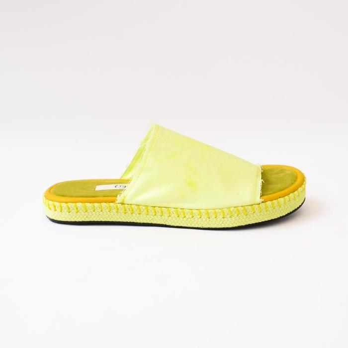 #PopbelaOOTD: Sandal yang Cocok Kamu Pakai Saat Musim Hujan
