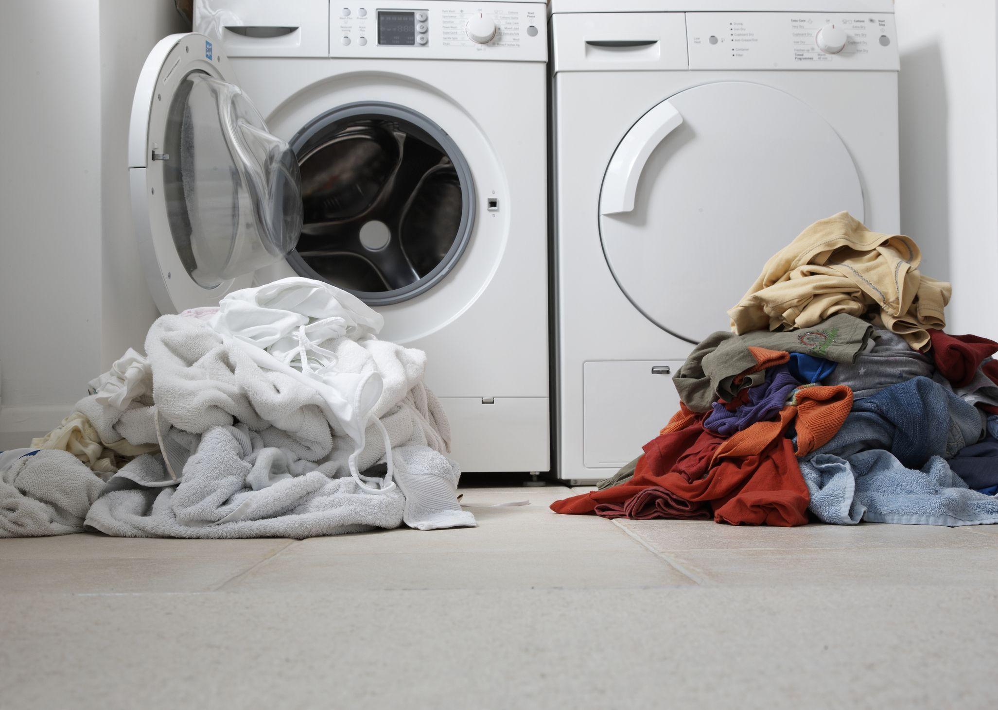 Nggak Cepat Kusam dan Menguning, Begini Cara Mencuci Baju Putih