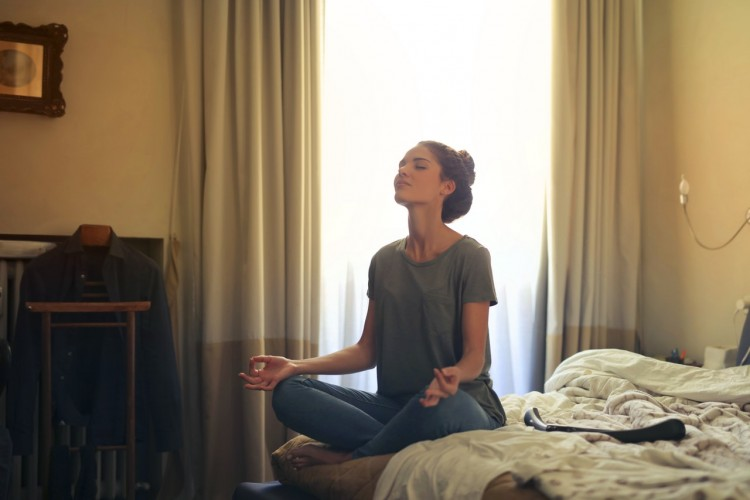 12 Cara Menenangkan Stres dan Cemas Berdasarkan Kata Zodiak