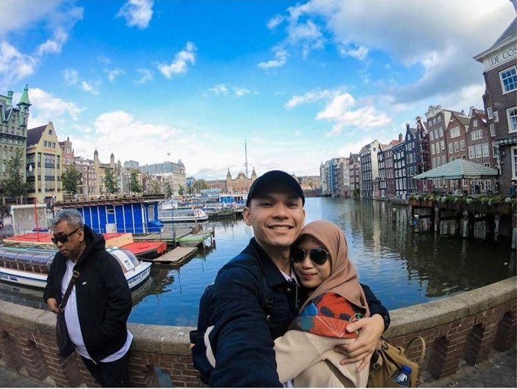 Diidolakan Netizen, 10 Potret Ben Kasyafani & Istri yang Makin Mesra
