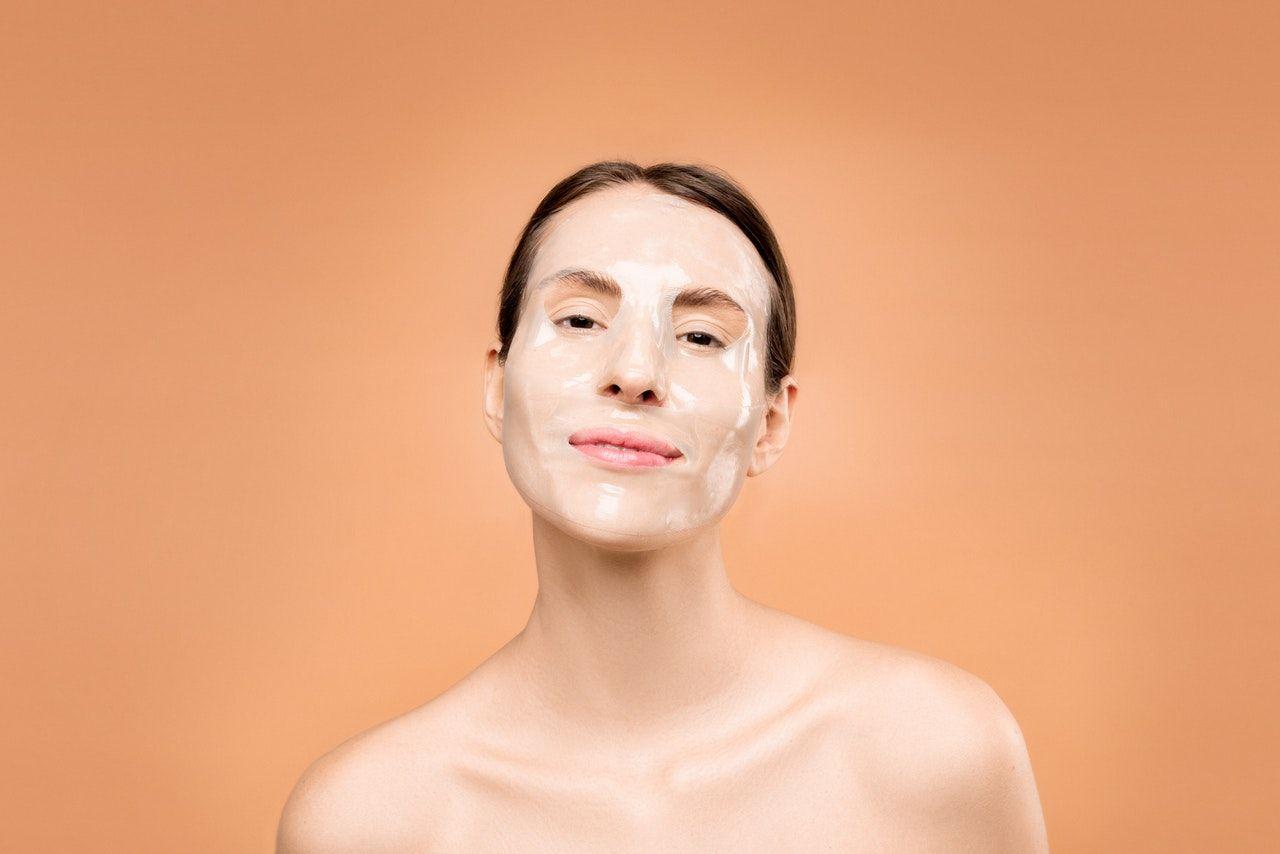 7 Kandungan Skincare Ini Bikin Kulit Kering Jadi Lembap dan Glowing