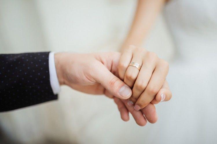 6 Pertanyaan Penting yang Harus Kamu Tanya ke Pasangan Sebelum Menikah