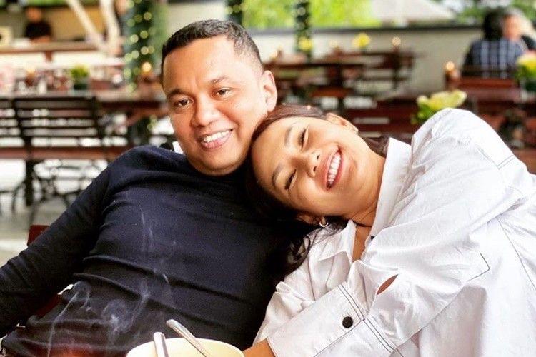 Menikah Ketiga Kalinya, Ini Foto-Foto Mesra Kalina Oktarani dan Suami