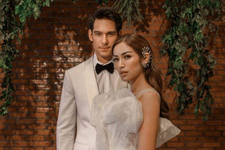 Sedih, 6 Pasangan Seleb Ini Tunda Pernikahan Karena Virus Corona