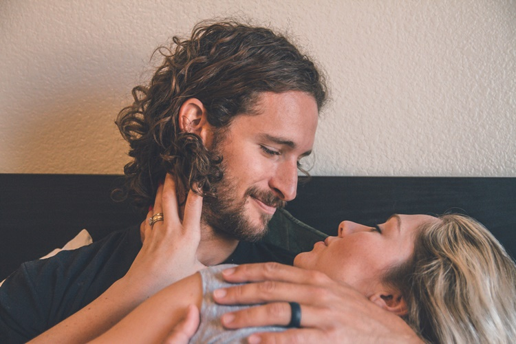 Pasanganmu Susah Orgasme? Bantu Dia dengan 7 Cara Ini Saat Bercinta