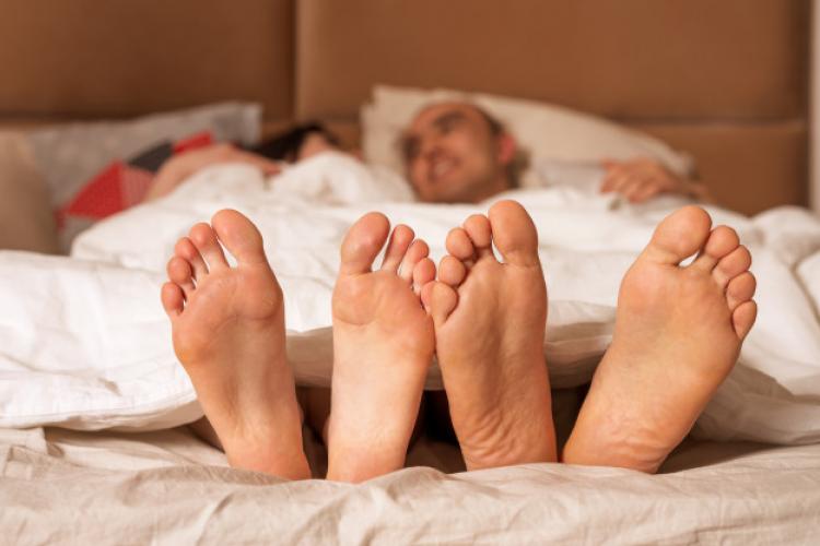 5 Posisi Seks untuk Kamu yang Bertubuh Lebih Mungil dari Pasangan