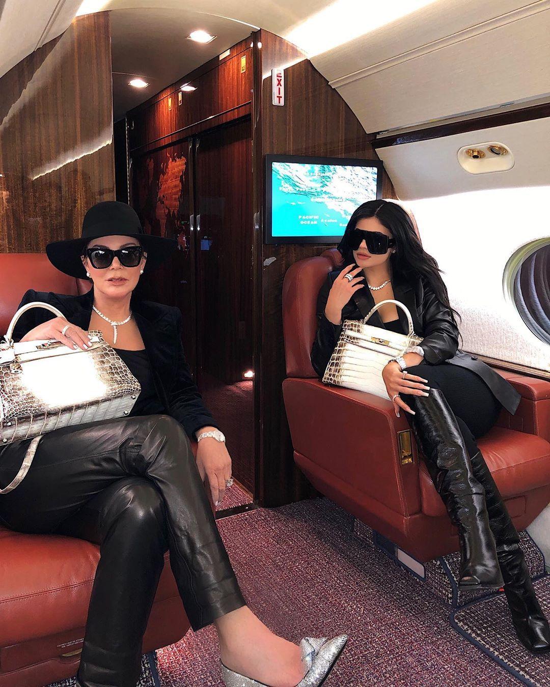Daftar Postingan Instagram Seksi Kylie Jenner yang Penuh Sensasi