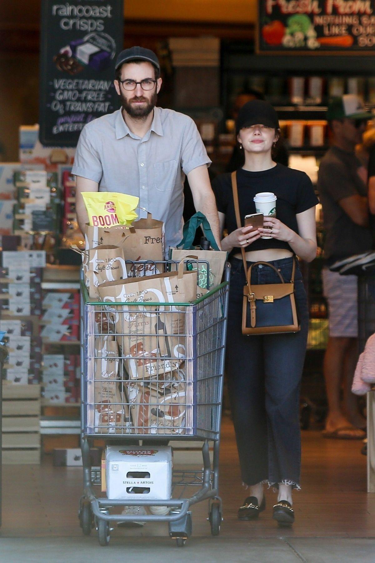 Gaya Kompak Emma Stone dan Dace McCarry