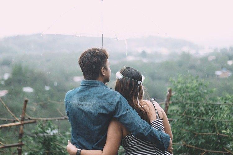 Ini 5 Hal yang Membuktikan Keserasian Pasangan Introvert-Ekstrovert
