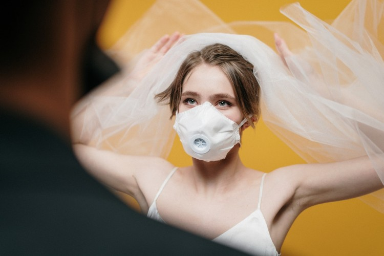 7 Tips Ketika Kamu Terpaksa Tunda Pernikahan Karena Virus Corona