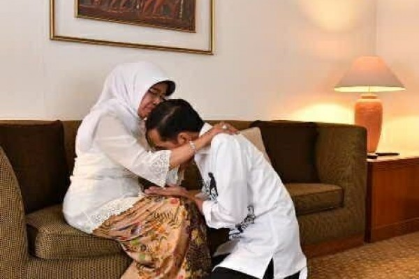 Ibunda Meninggal Dunia, Presiden Joko Widodo Langsung Terbang ke Solo