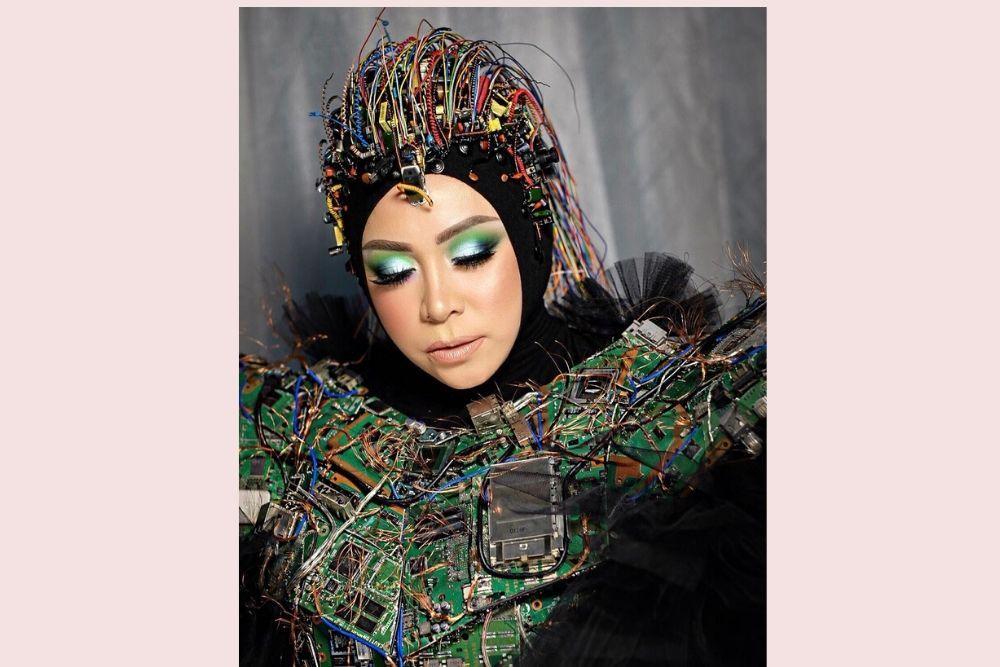 7 Seleb Indonesia yang Berani Gunakan Eyeshadow Nyentrik
