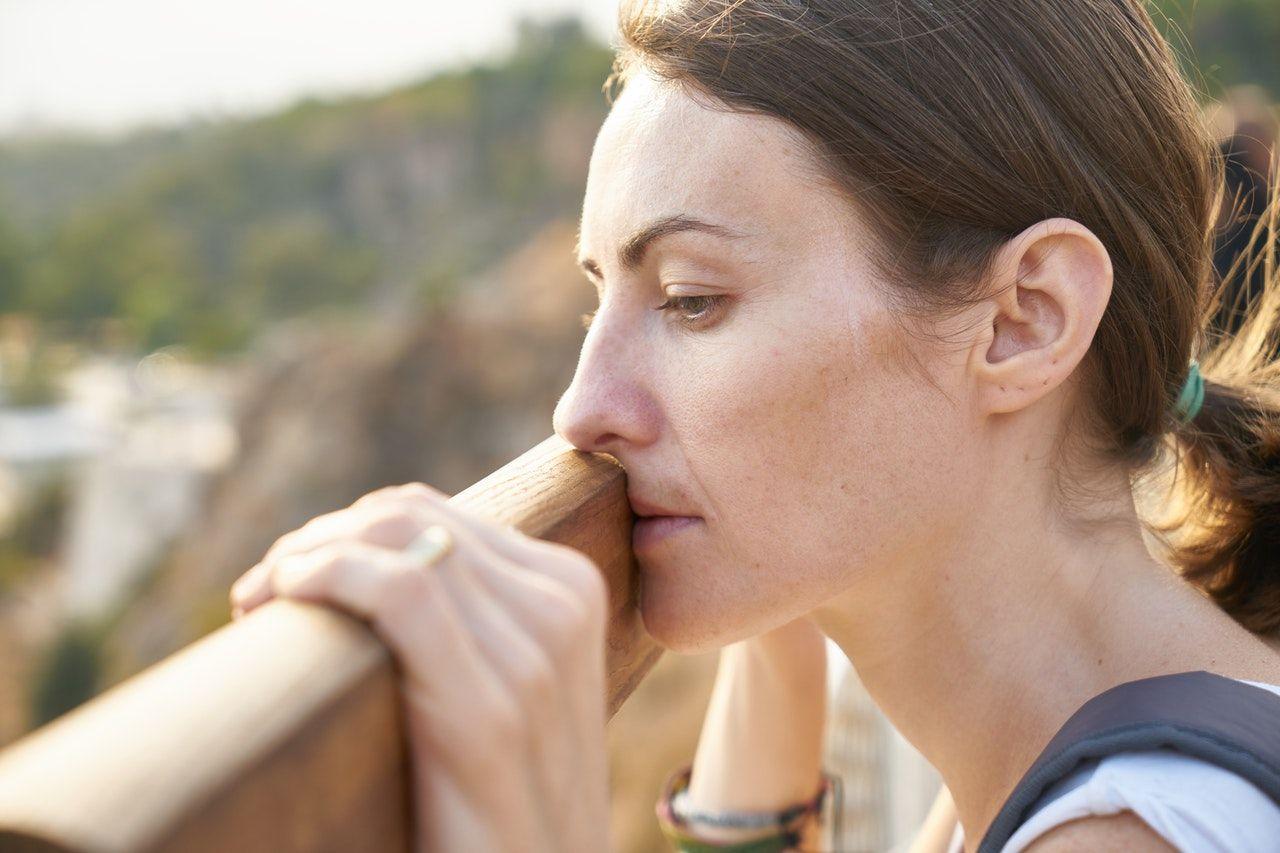9 Tips Mengatasi Rasa Takut Kehilangan Orang yang Kamu Cintai