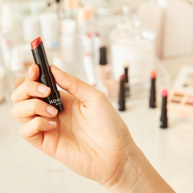 Belanja Makeup di Tengah Social Distancing? Begini Cara yang Aman!
