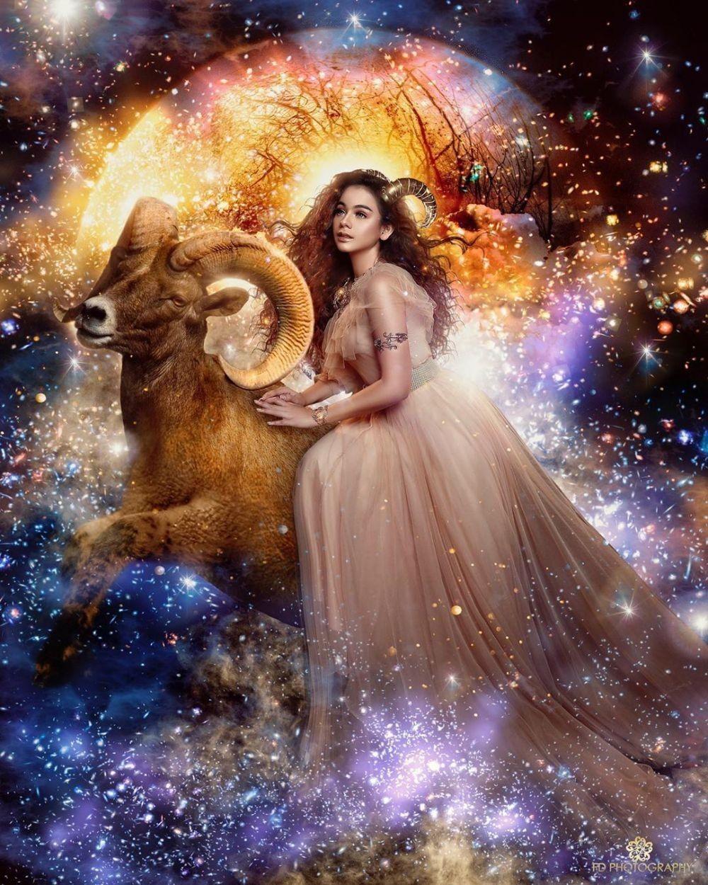 12 Inspirasi Pemotretan Para Artis Bertema Zodiak yang Bisa Kamu Tiru
