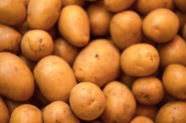 Penting! 9 Buah dan Sayur Ini Nggak Perlu Kamu Simpan di Kulkas