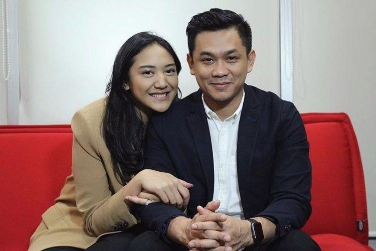 Gemas! 9 Gaya Pacaran Putri Tanjung dan Kekasih yang Jarang Disorot