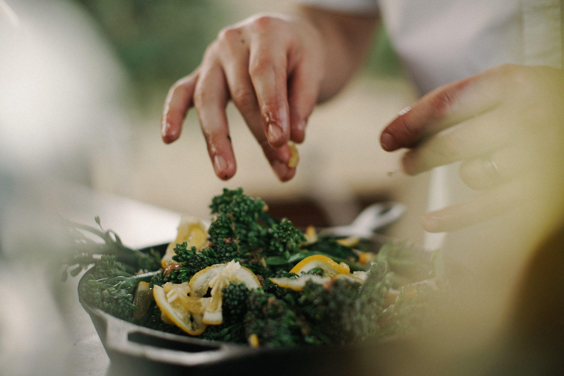 Gerakan Sosial COVID-19 Melalui Live Cooking Yummy #MasakdiRumahAja