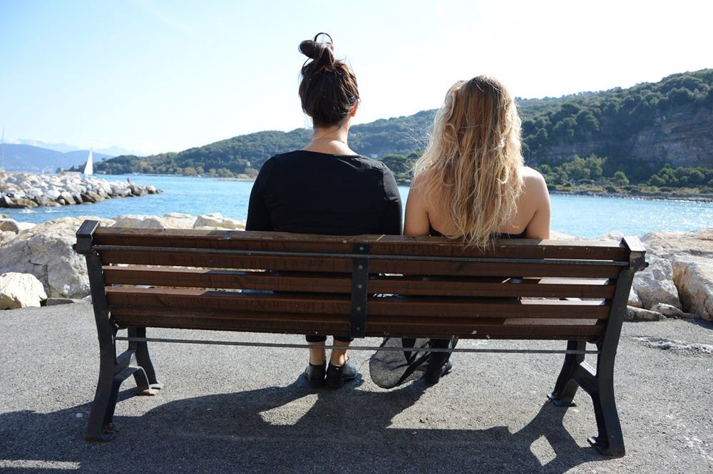 Sering Ribut Kayak Kim & Kourtney Kardashian, Ini Tanda Toxic Sibling