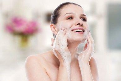 5 Rekomendasi Sabun Muka Nggak Bakal Bikin Kulit Kering