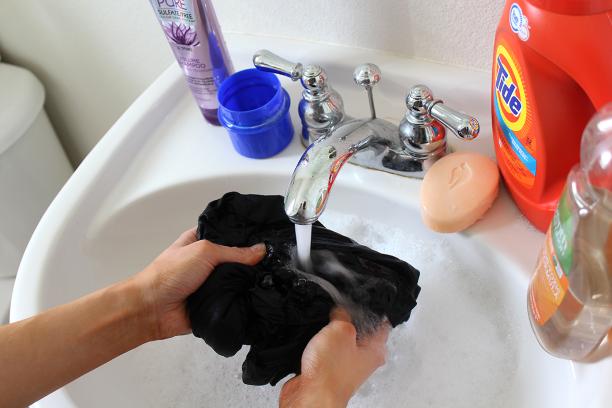 Jangan Hiraukan! Begini Cara Mencuci Masker Kain yang Benar