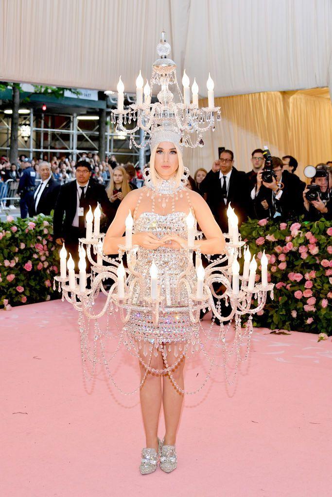 Deretan Kostum Nyeleneh yang Pernah Dipakai Katy Perry