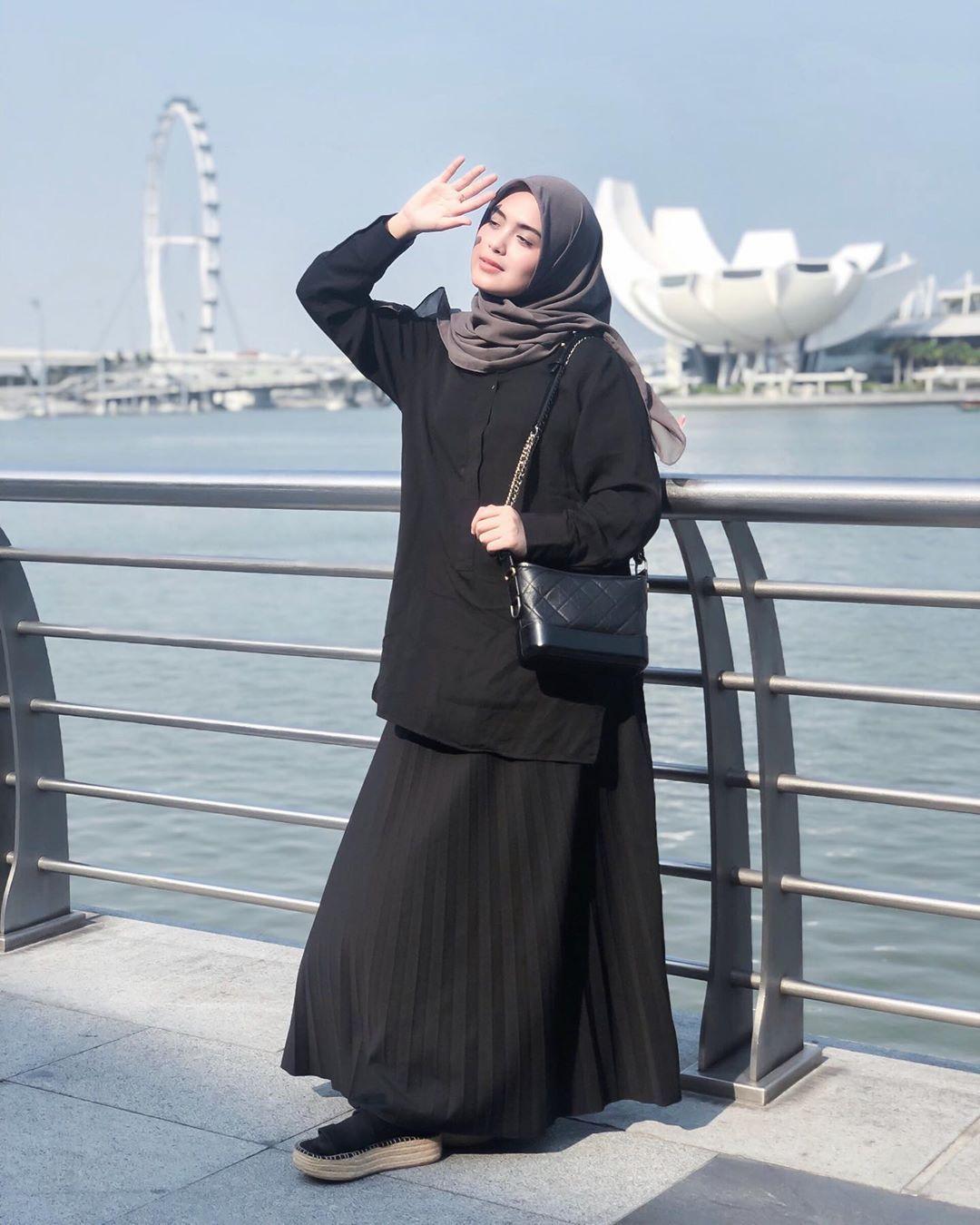 Inspirasi OOTD Hijab Manis a la Vebby Palwinta